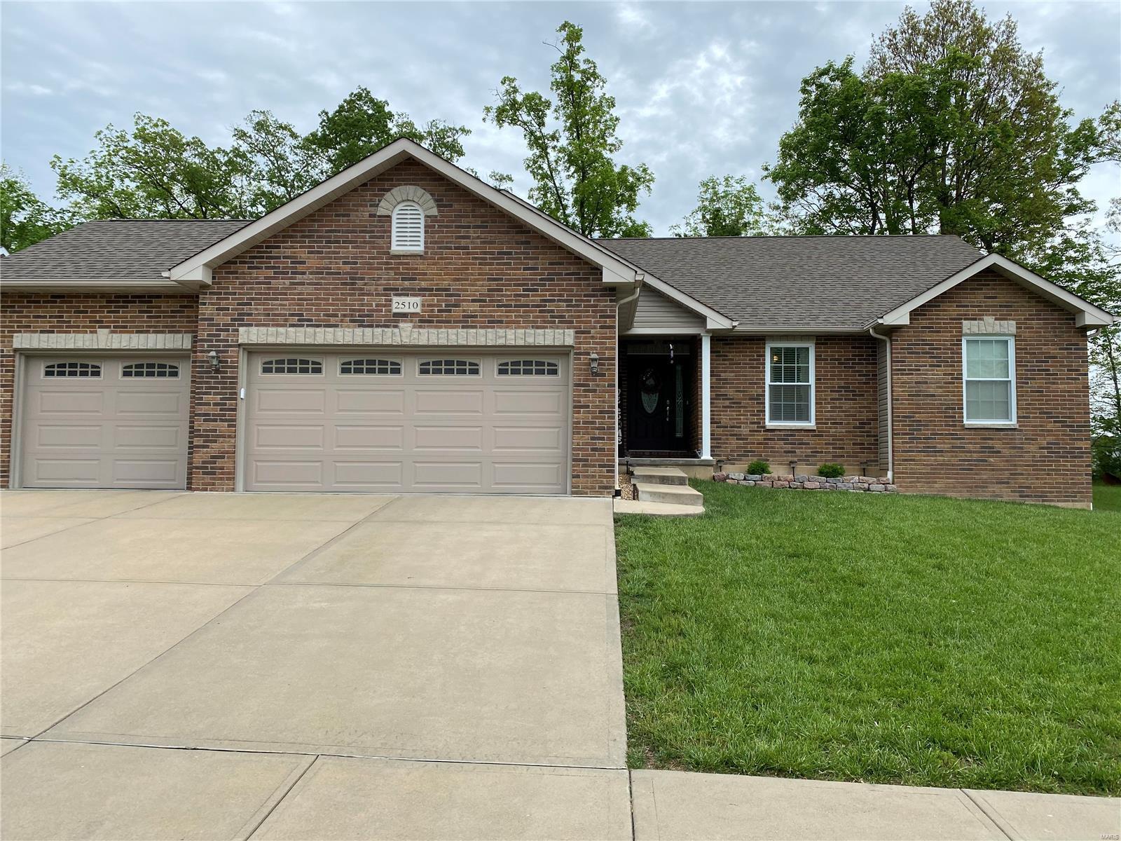 2510 Silver Lake Estates Property Photo - Pacific, MO real estate listing