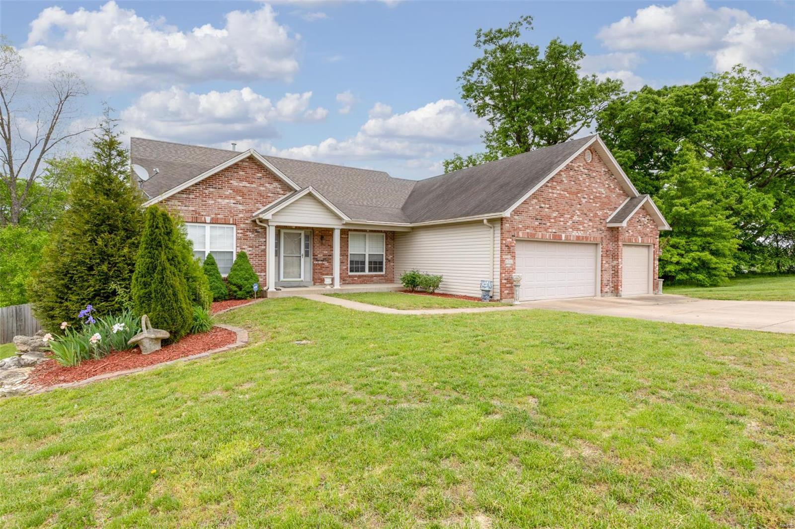 1212 Crystal Cove Property Photo - Festus, MO real estate listing