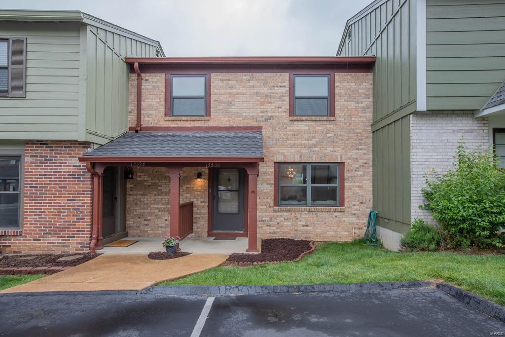13351 Hiddencrest Lane Property Photo - Ballwin, MO real estate listing