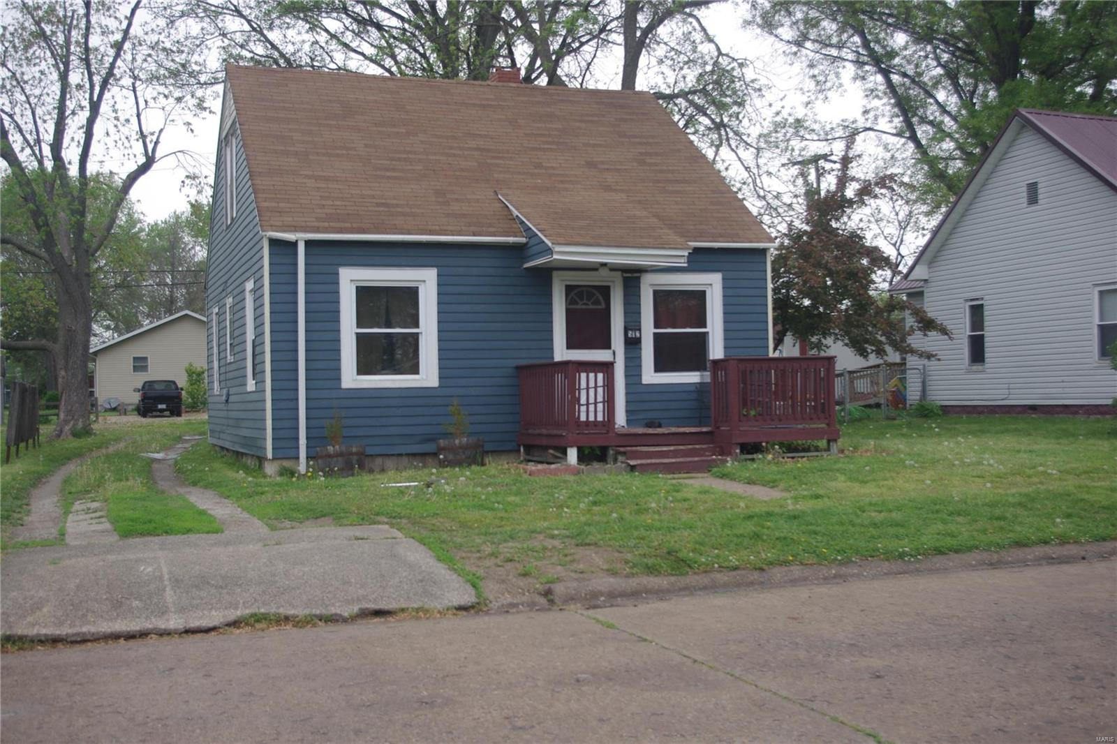 512 East Bennett Street Property Photo - Salem, IL real estate listing
