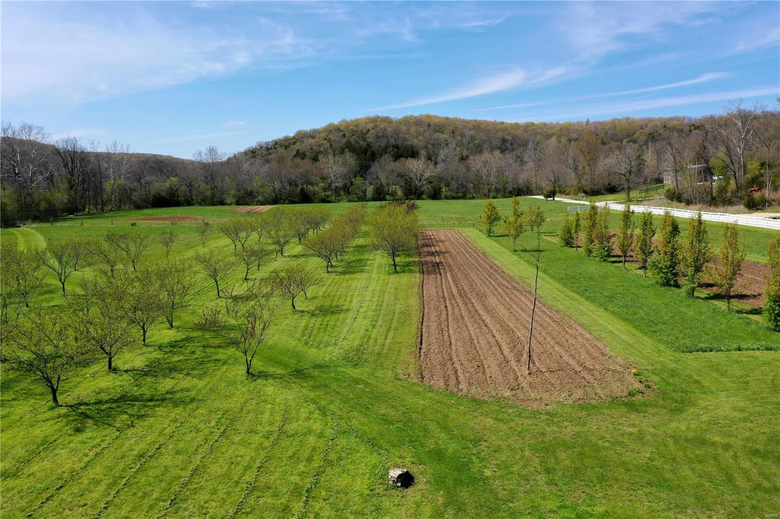 28465 Pinnacle Lake Road Property Photo - New Florence, MO real estate listing