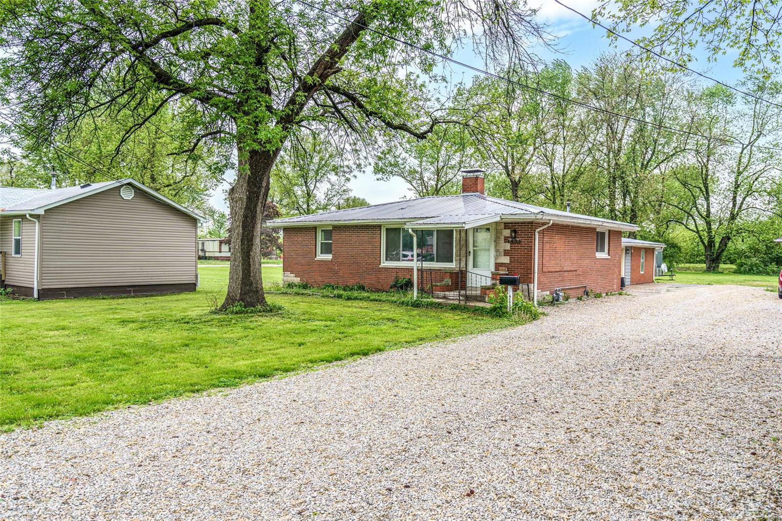 1405 N Jefferson Street Property Photo - Litchfield, IL real estate listing
