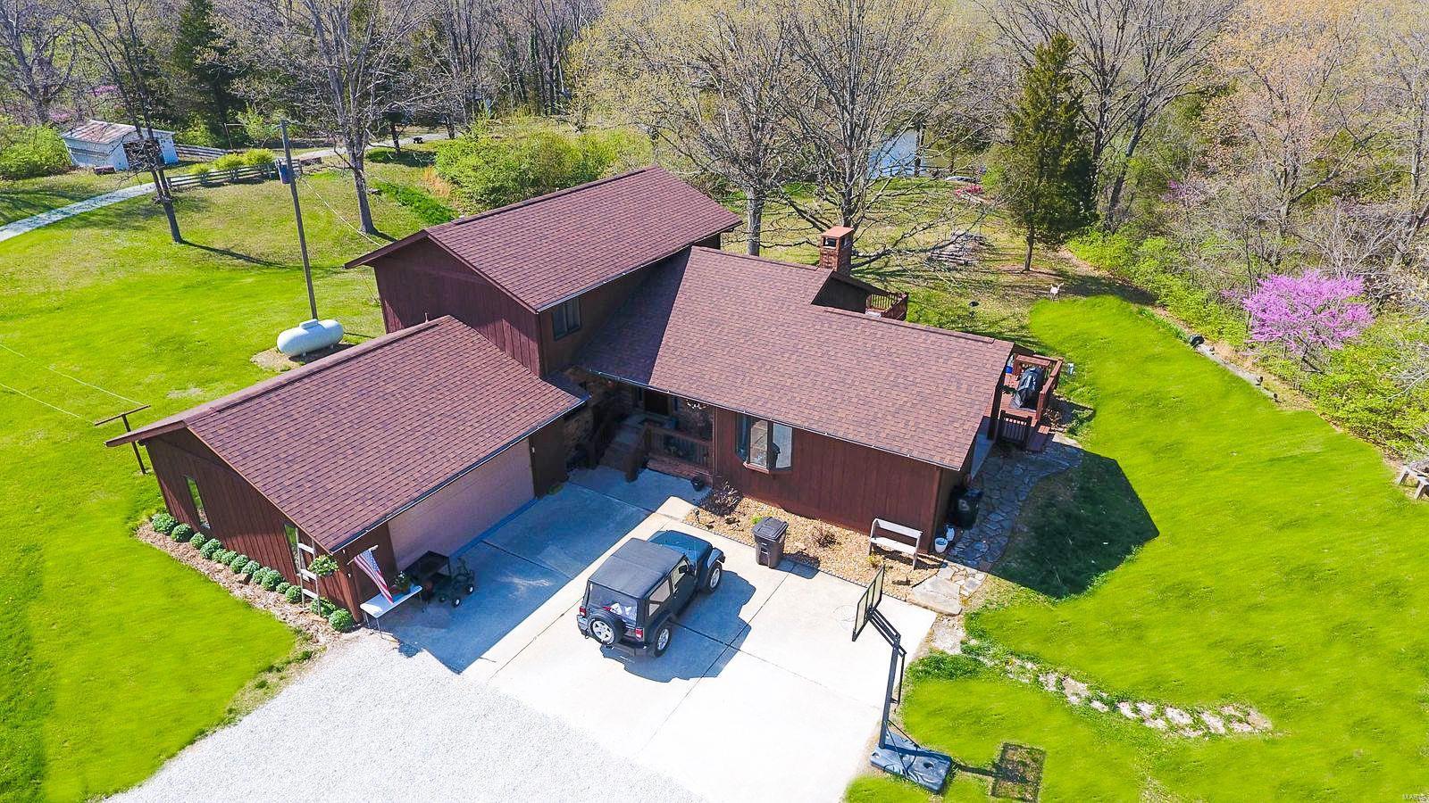 17710 VFW Rd Property Photo - Staunton, IL real estate listing