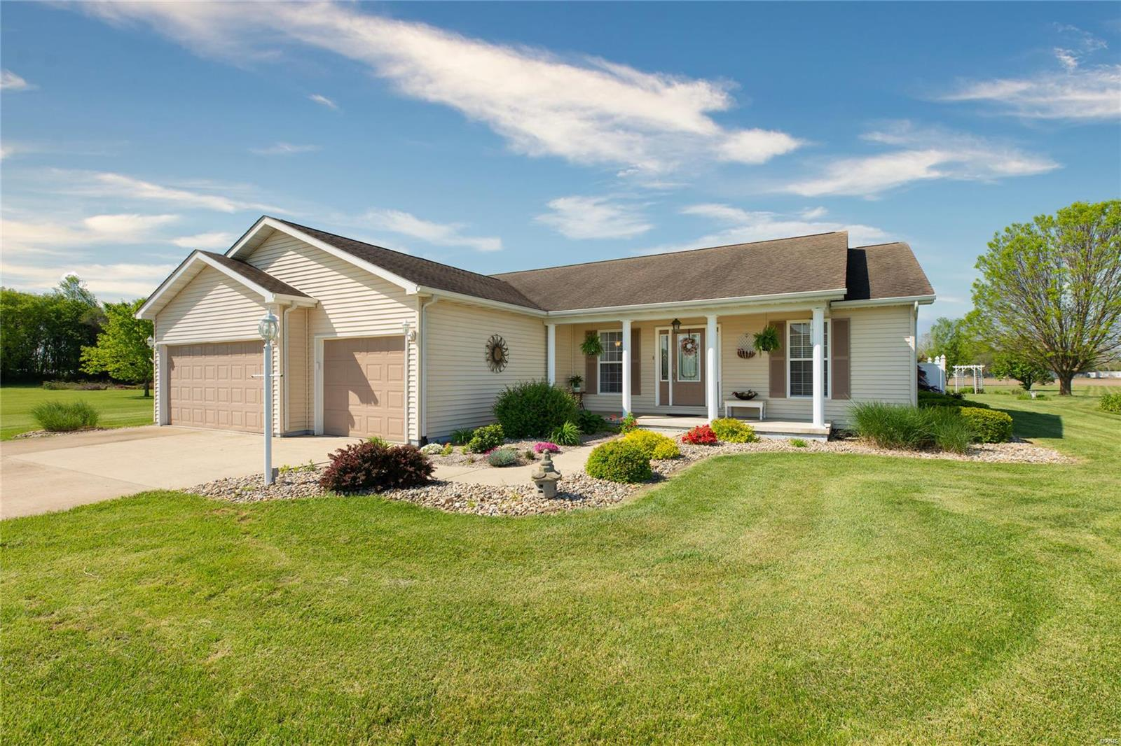 119 Greenbrier Lane Property Photo - Bethalto, IL real estate listing