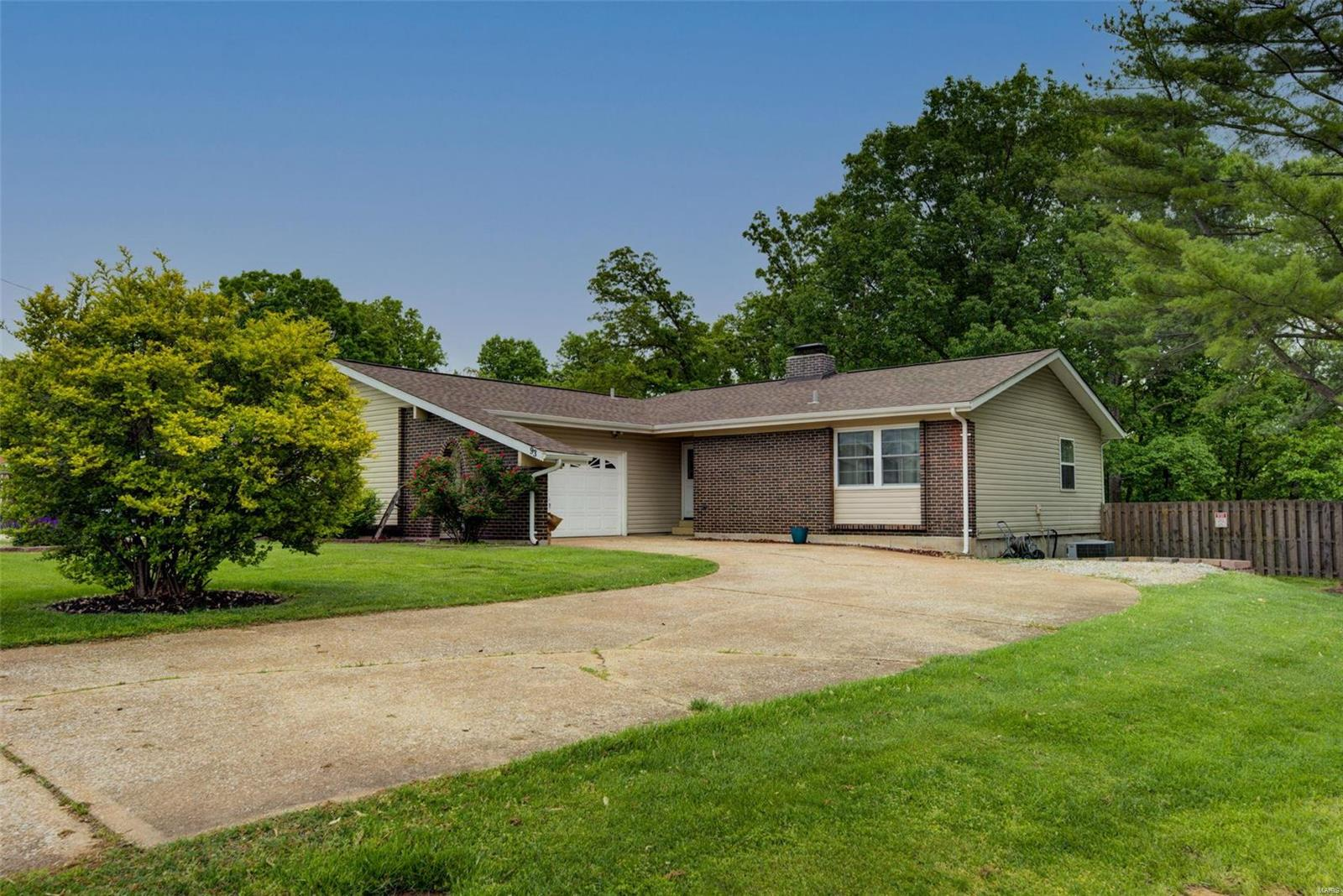 93 Pearl Drive Property Photo - Hillsboro, MO real estate listing