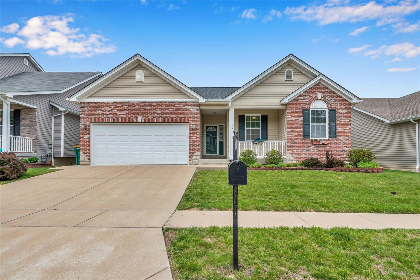 1125 Winter Lake Drive Property Photo - Fenton, MO real estate listing