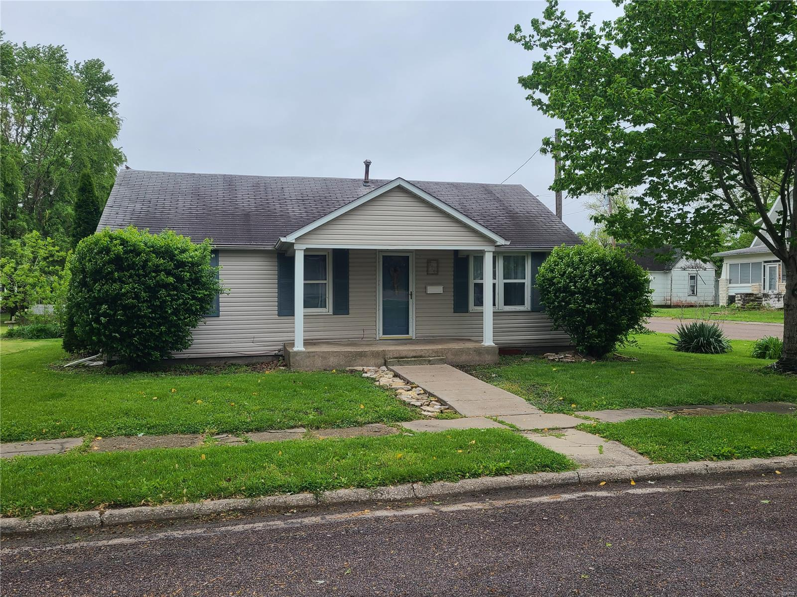 214 W Olive Street Property Photo - Vandalia, MO real estate listing