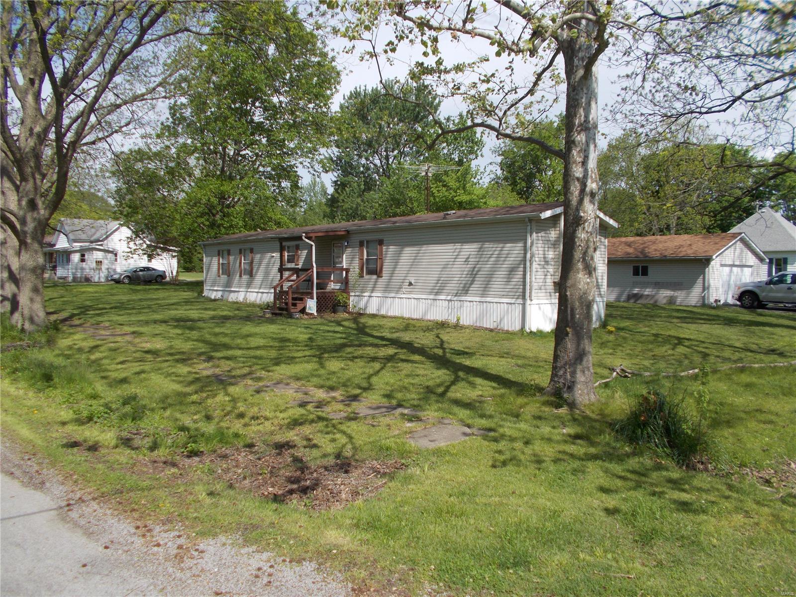 111 E Vine Property Photo - Coulterville, IL real estate listing