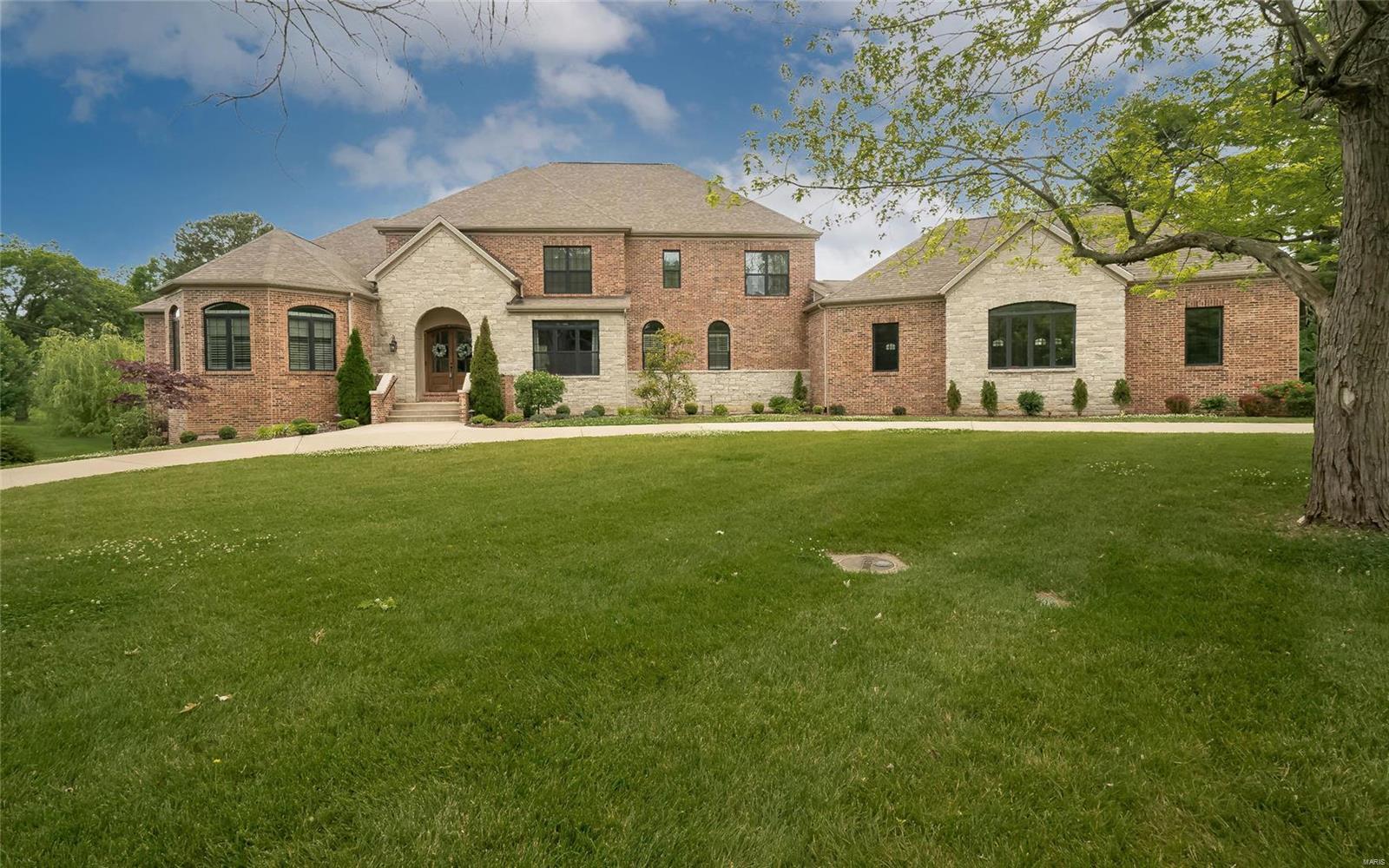 22 Williamsburg Estates Drive Property Photo 1