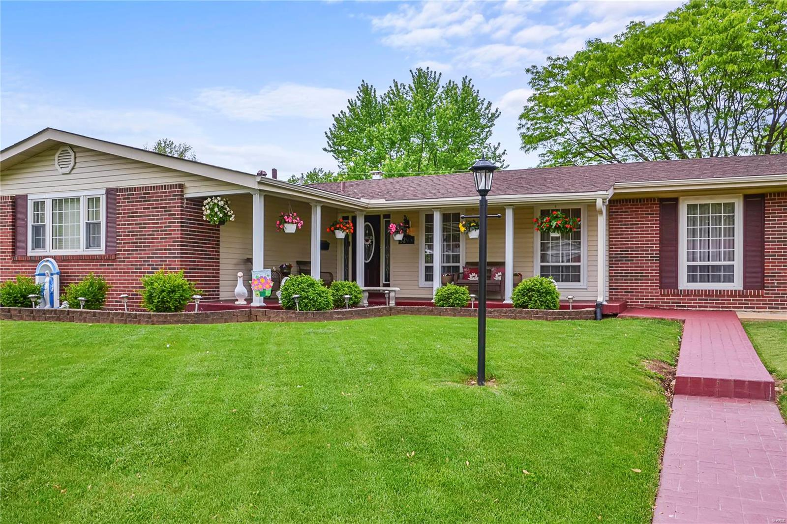 3295 Classic Drive Property Photo - Florissant, MO real estate listing