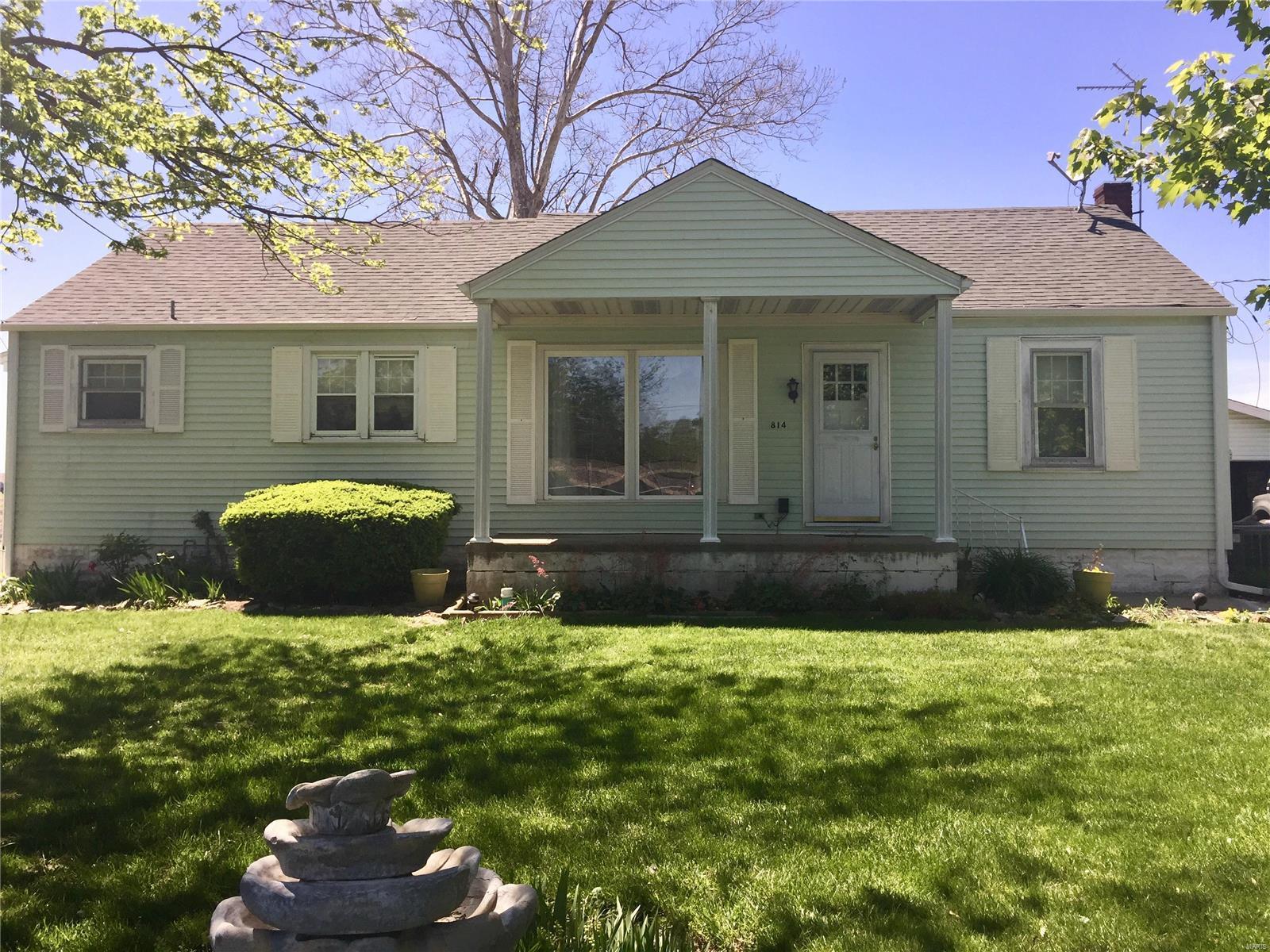 814 S Maple Street Property Photo - Brighton, IL real estate listing