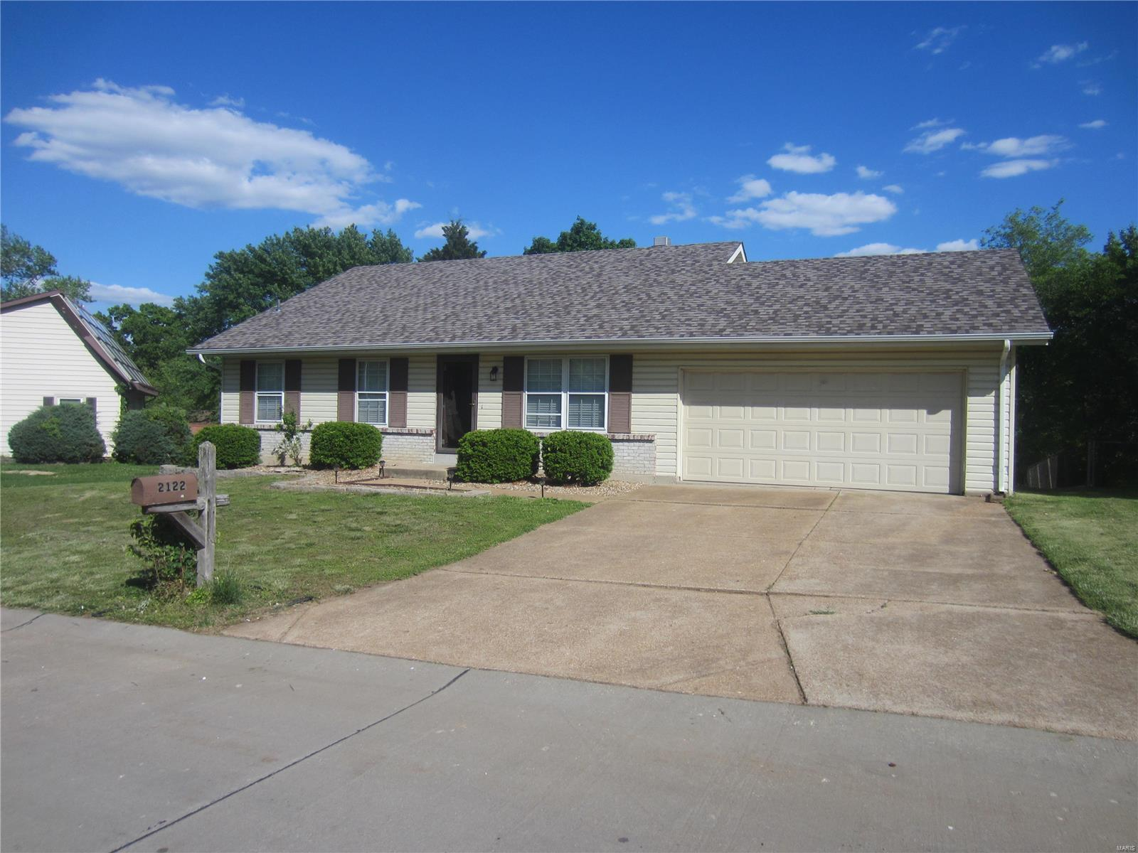 2122 Meadow Property Photo - Barnhart, MO real estate listing