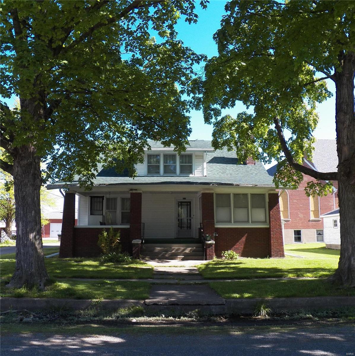 614 Locust Street Property Photo - Carrollton, IL real estate listing