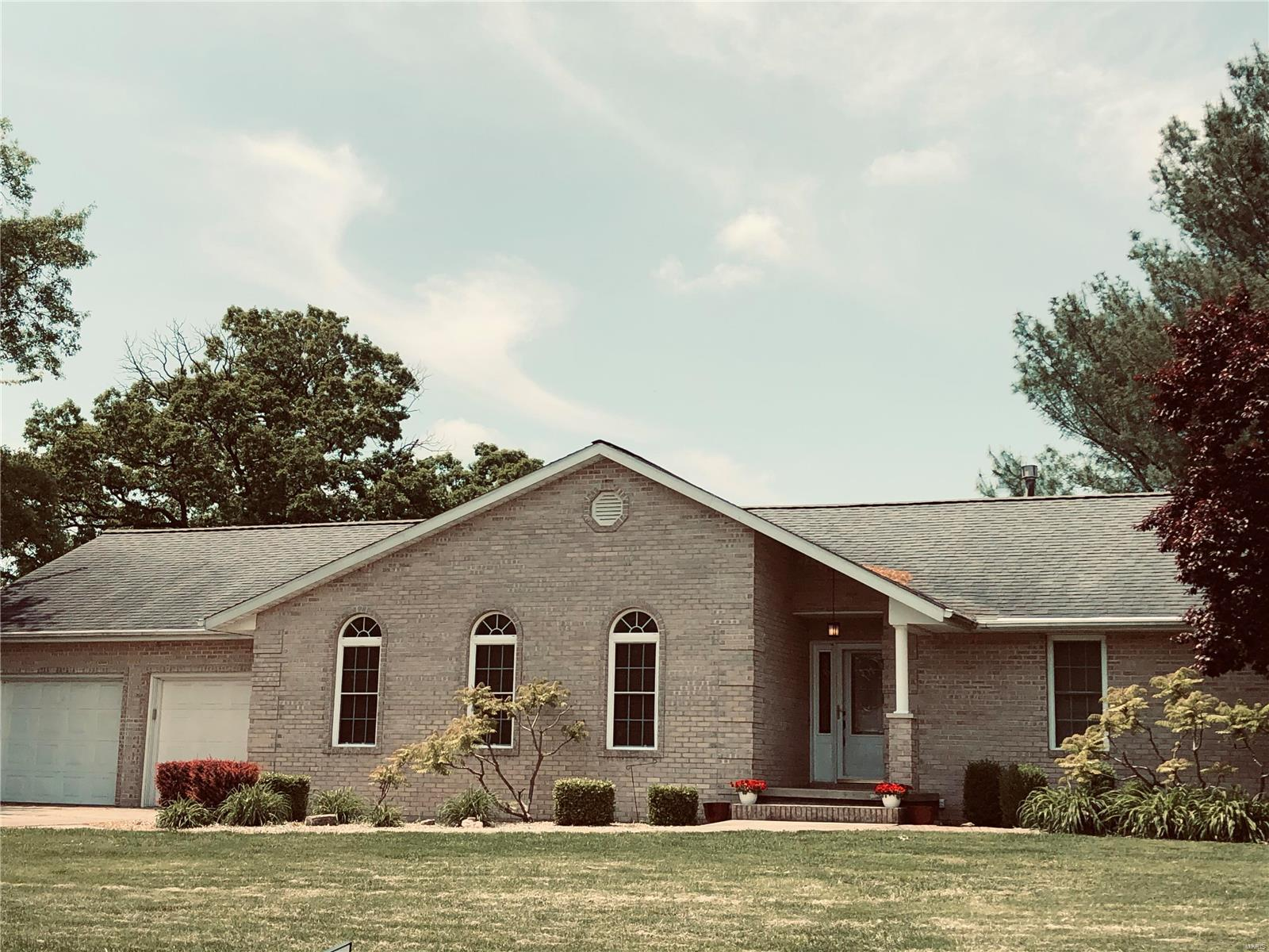 413 Cottonwood Drive Property Photo - Salem, IL real estate listing