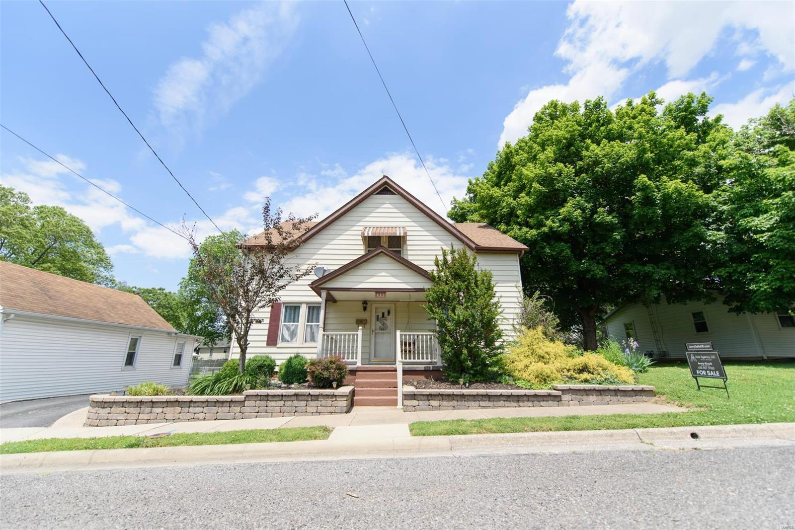 433 E Alton Street Property Photo - Nashville, IL real estate listing