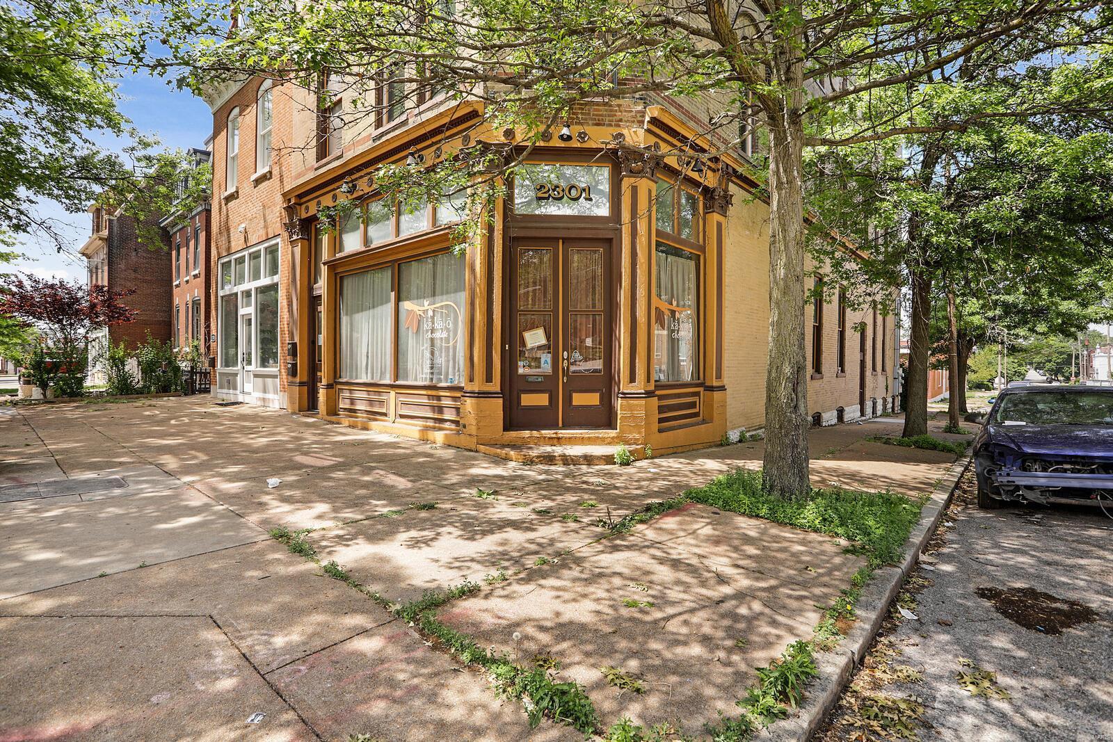 2301 S Jefferson Avenue Property Photo 1