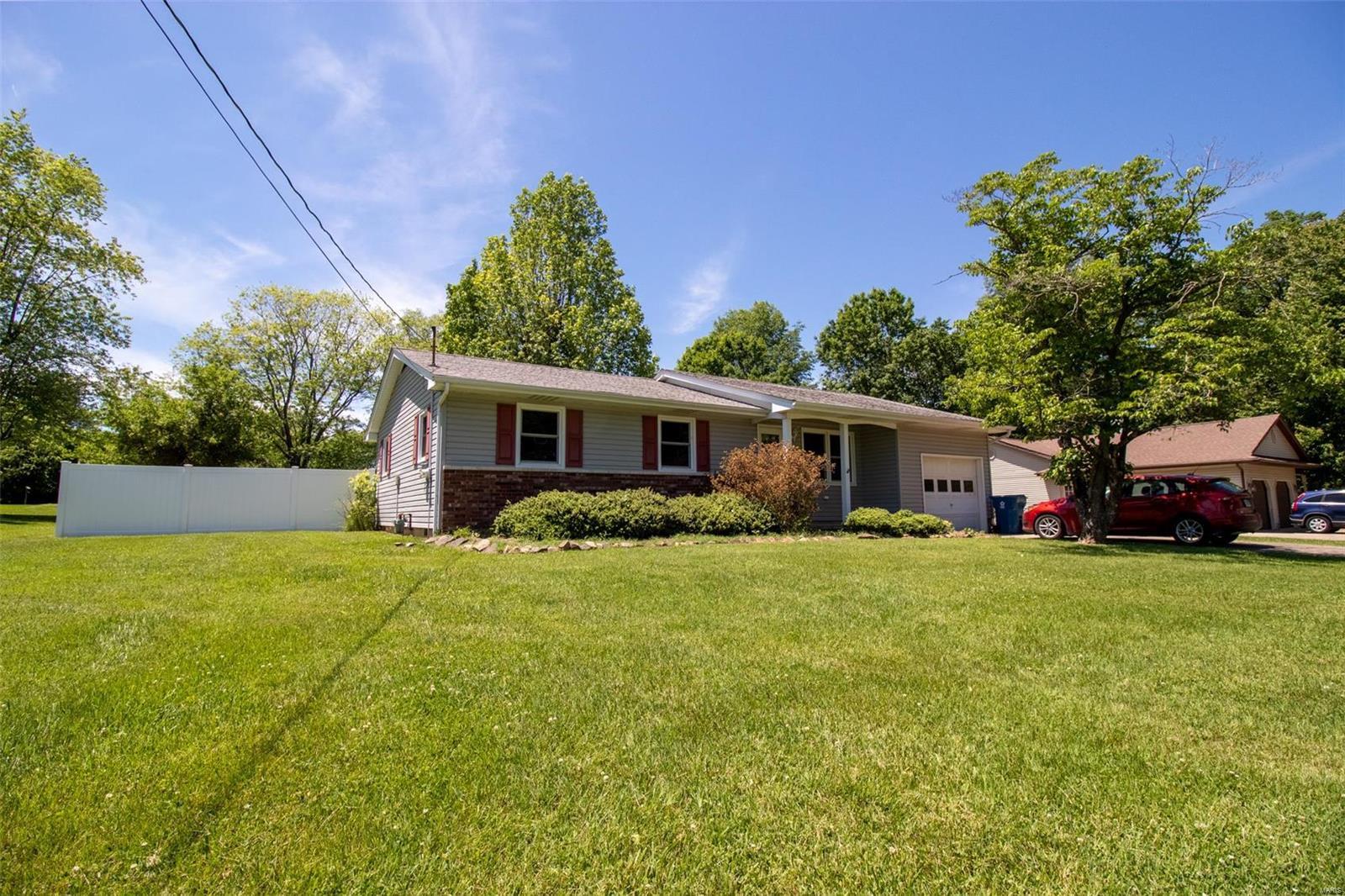 207 S Greenbriar Property Photo 1