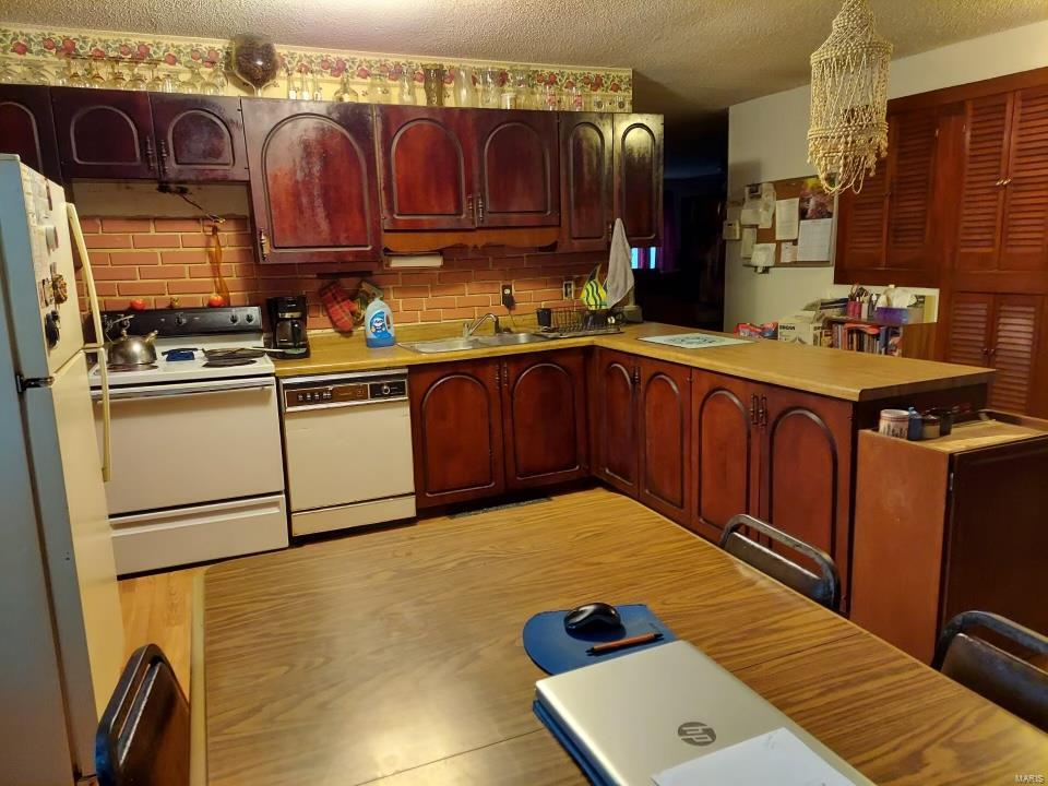 8715 Susan Ln Property Photo 1