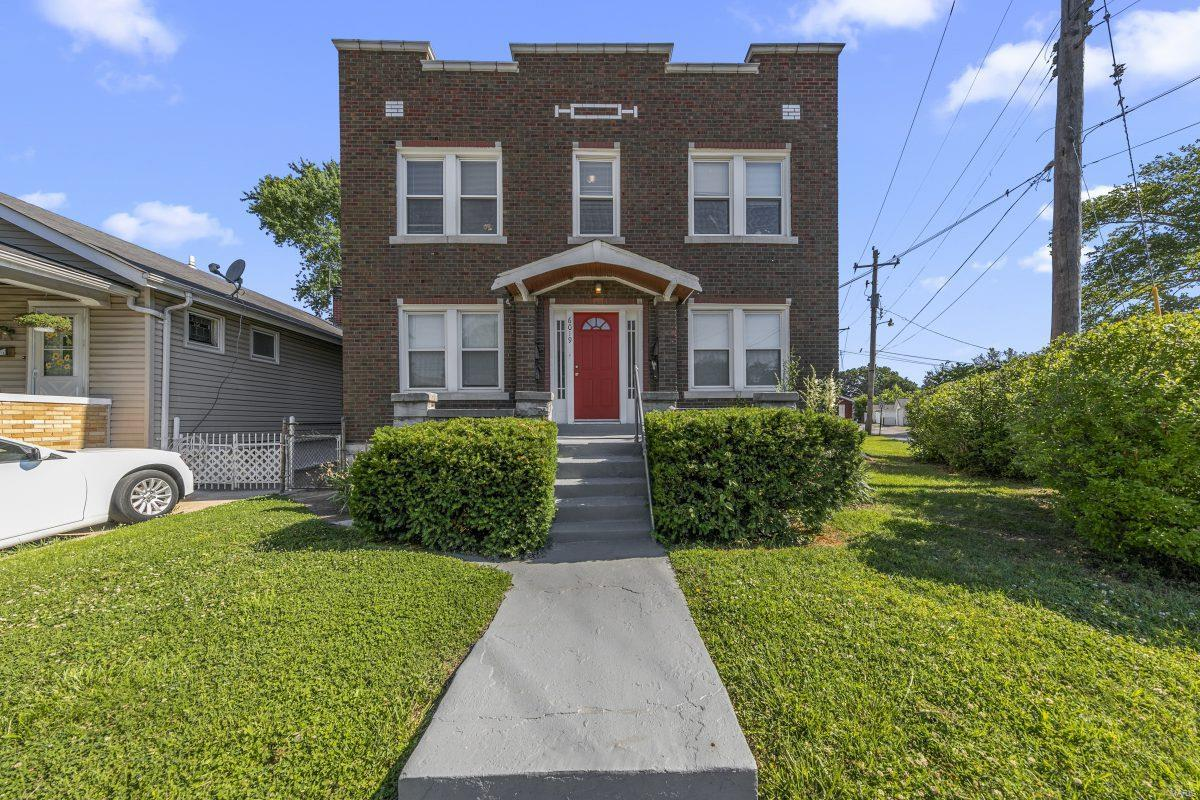 6019 Scanlan Avenue Property Photo 1