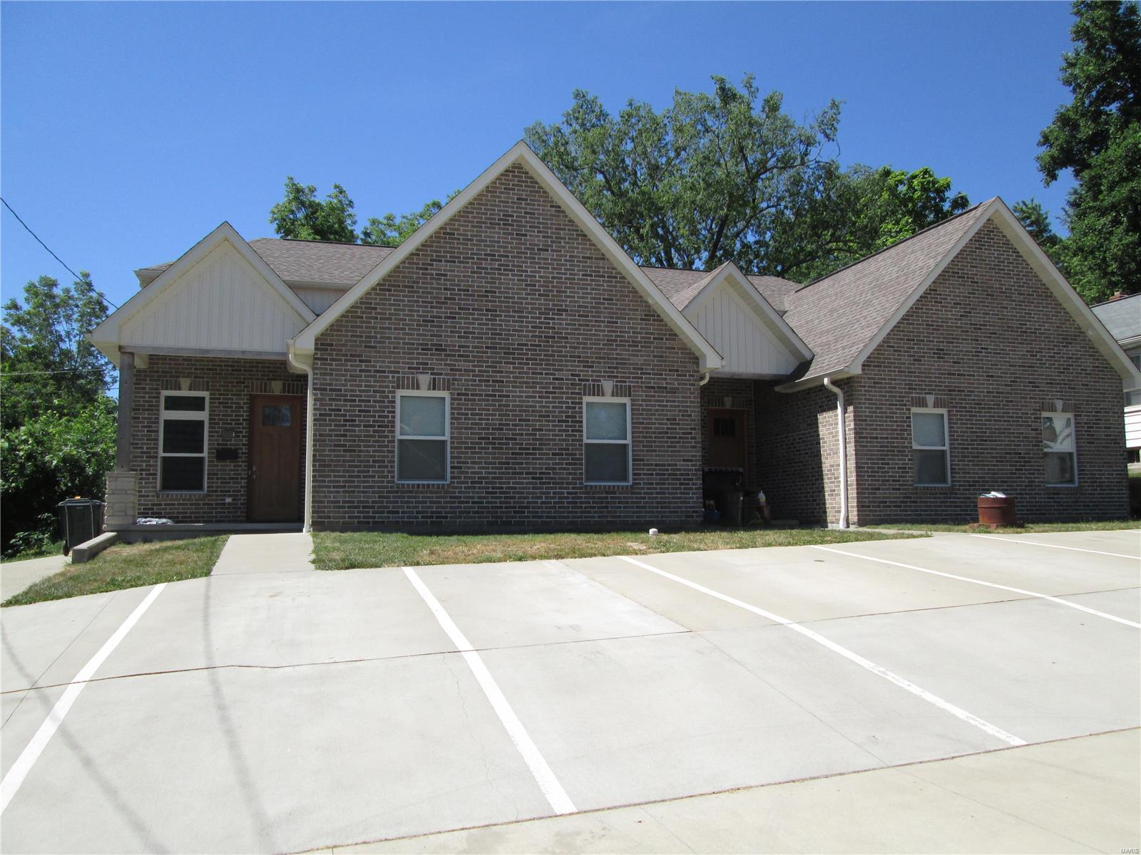 410 E 11th Property Photo 1