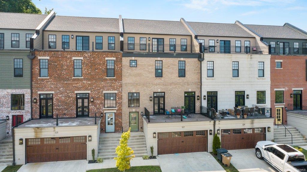 327 N Main Street Property Photo 1