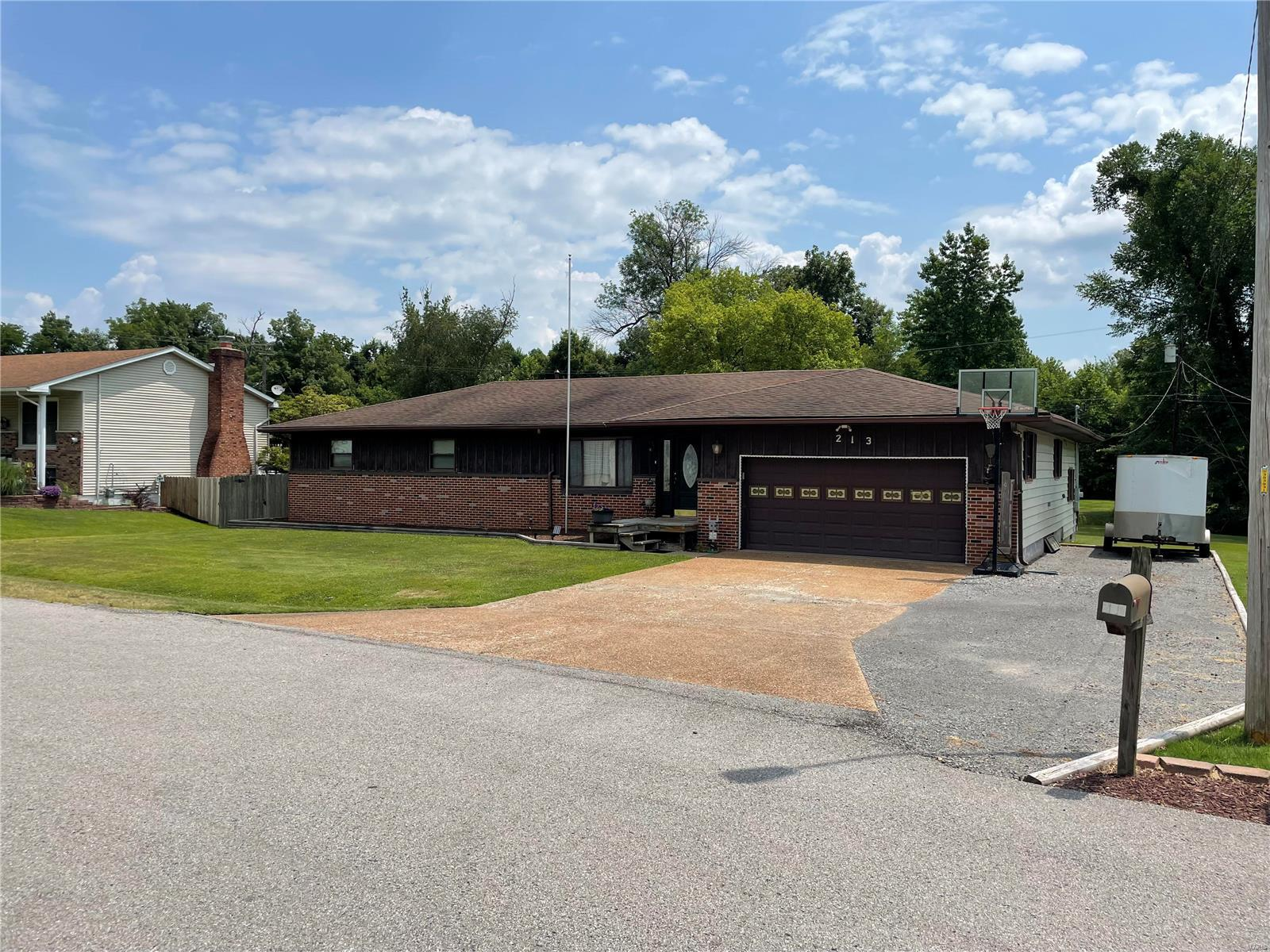 213 Lingale Avenue Property Photo 1