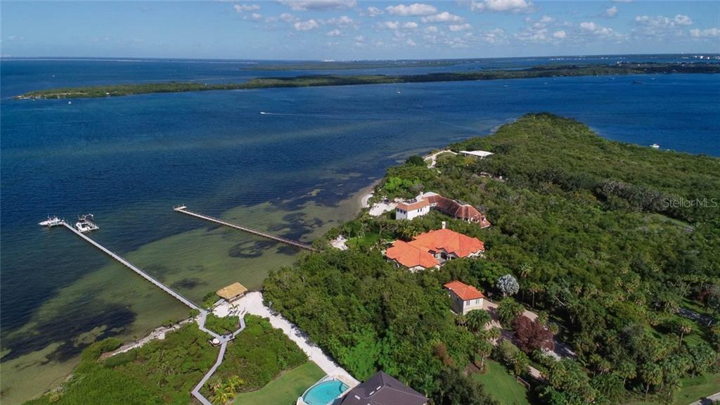 2415 LANDINGS CIR Property Photo - BRADENTON, FL real estate listing