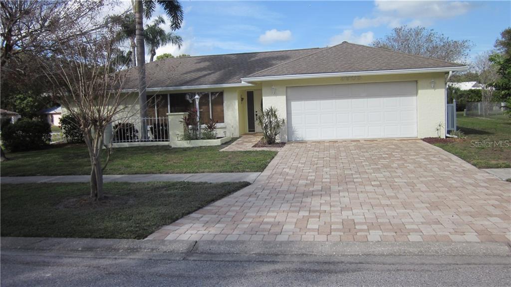 3905 BASSWOOD DR Property Photo - SARASOTA, FL real estate listing