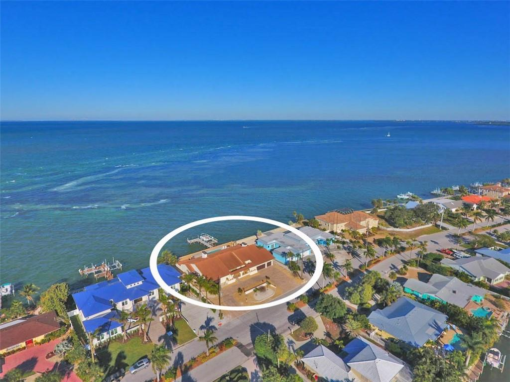681 KEY ROYALE DRIVE Property Photo - HOLMES BEACH, FL real estate listing
