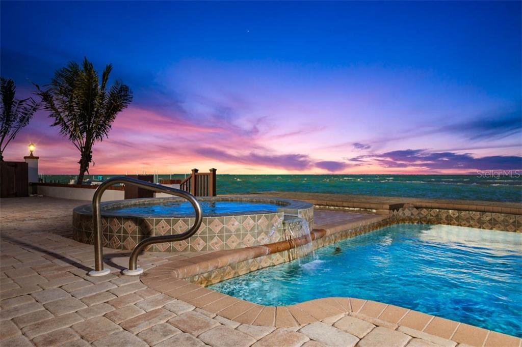 681 KEY ROYALE DR Property Photo - HOLMES BEACH, FL real estate listing