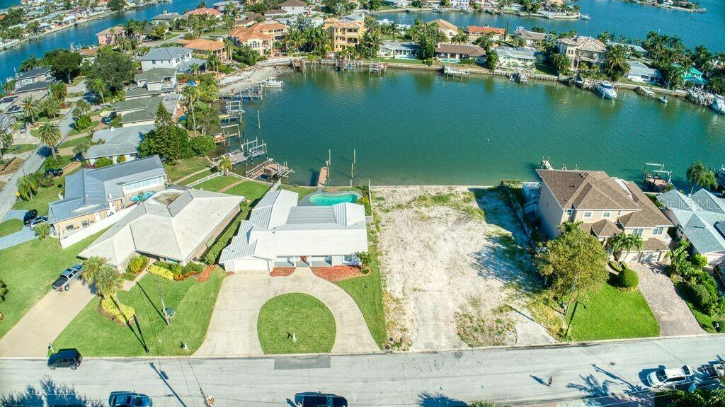 425 22ND ST Property Photo - BELLEAIR BEACH, FL real estate listing