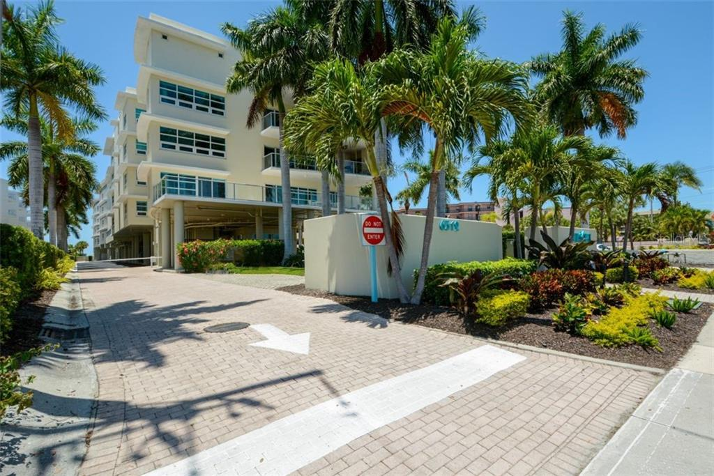 6512 MIDNIGHT PASS RD #407 Property Photo - SARASOTA, FL real estate listing
