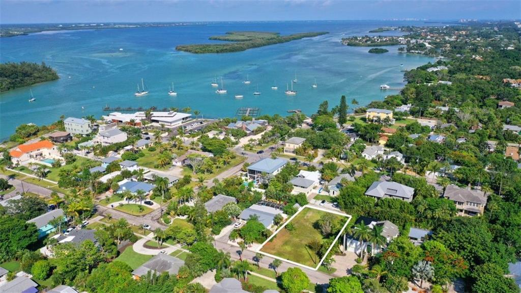 690 RUSSELL ST Property Photo - LONGBOAT KEY, FL real estate listing