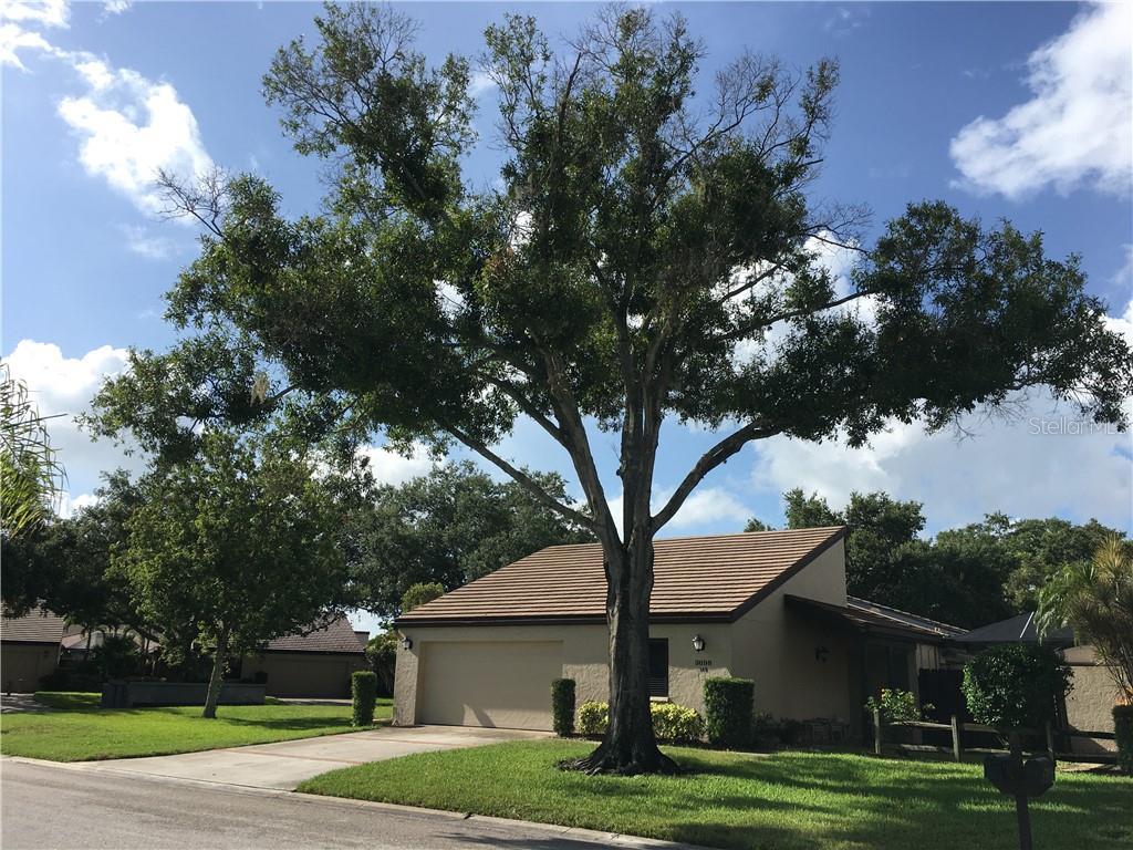 3698 GLEN OAKS MANOR DR Property Photo - SARASOTA, FL real estate listing