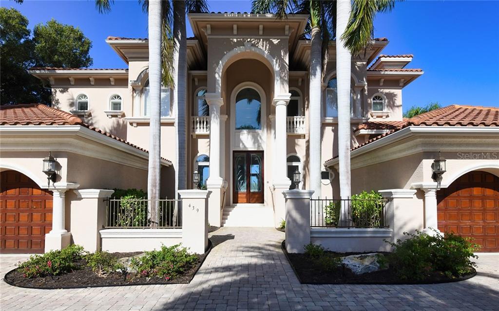 439 E Royal Flamingo Drive Property Photo 1