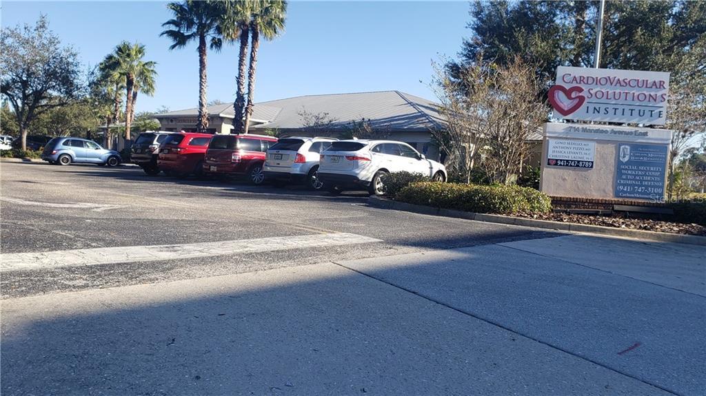 714 Manatee Avenue E Property Photo