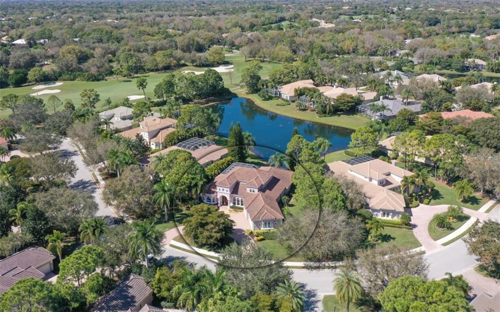 8020 WARWICK GARDENS LANE Property Photo - UNIVERSITY PARK, FL real estate listing