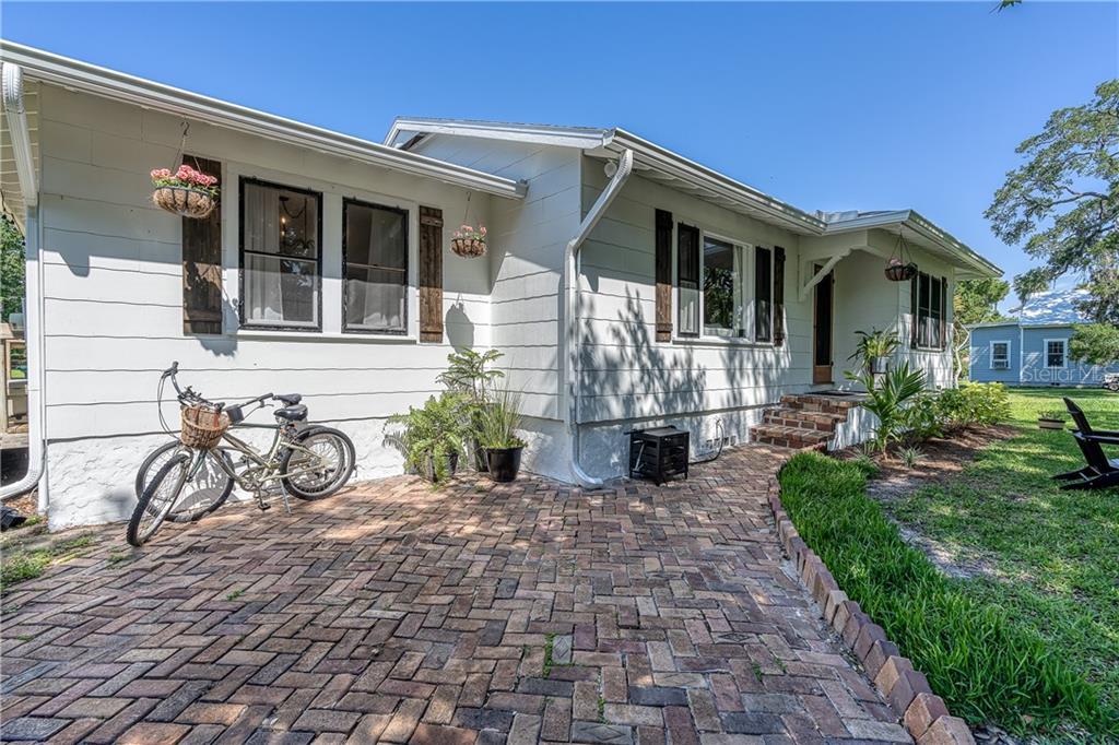 1075 Real Estate Listings Main Image