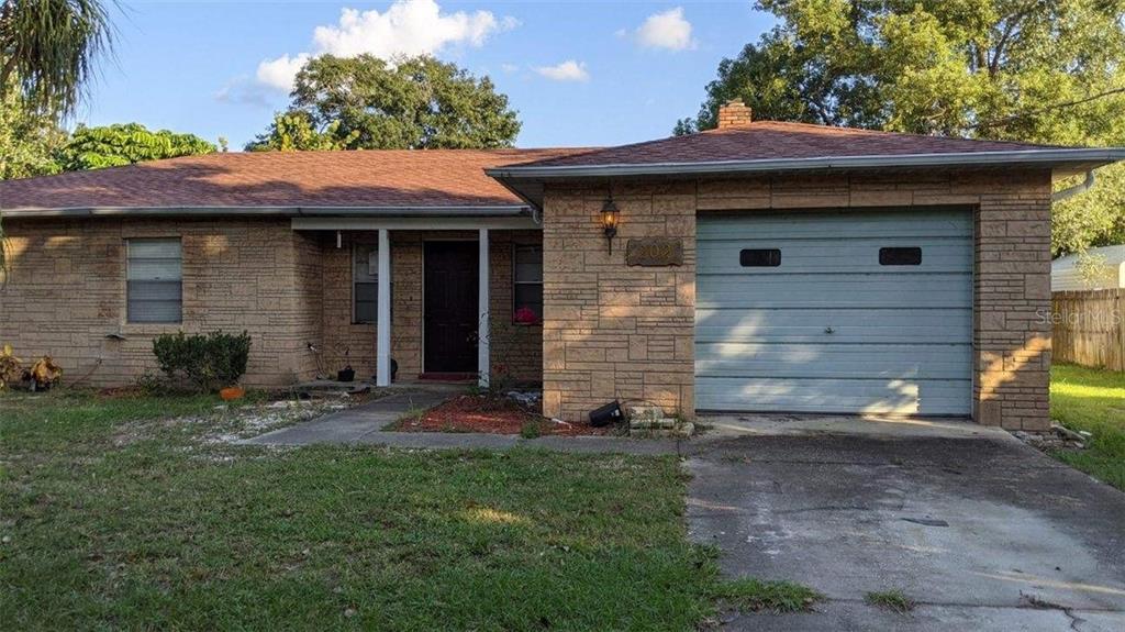 202 S BINGHAM STREET Property Photo - EAGLE LAKE, FL real estate listing