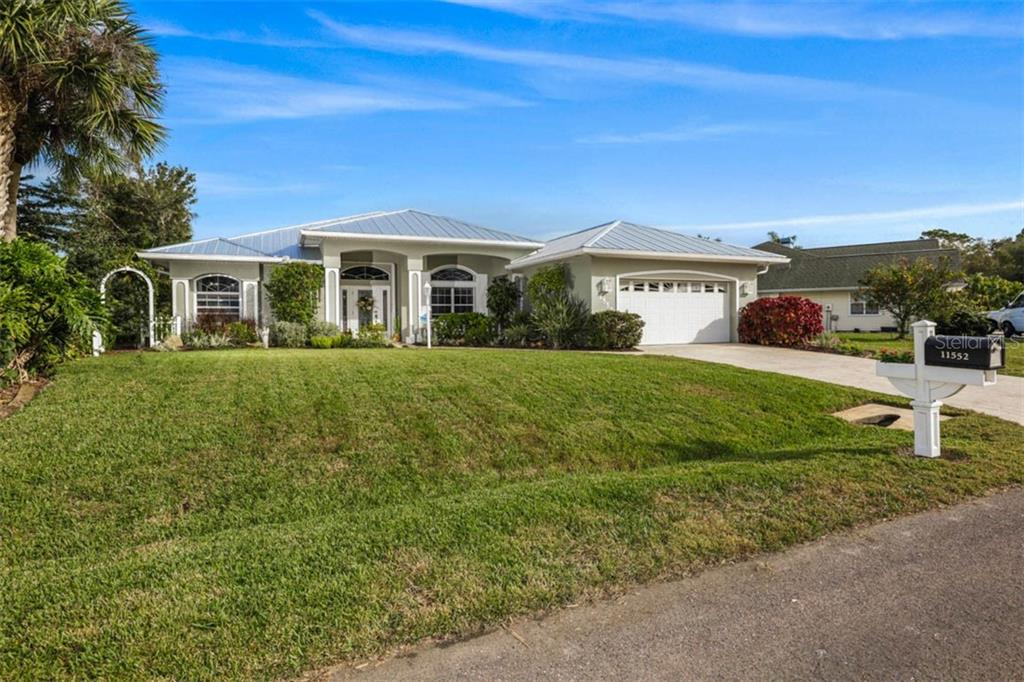 11552 SW COURTLY MANOR DR Property Photo - LAKE SUZY, FL real estate listing