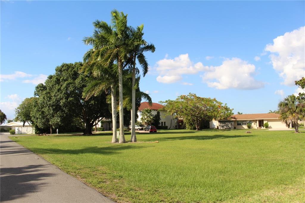 5412 PARKER DRIVE Property Photo - FORT MYERS, FL real estate listing
