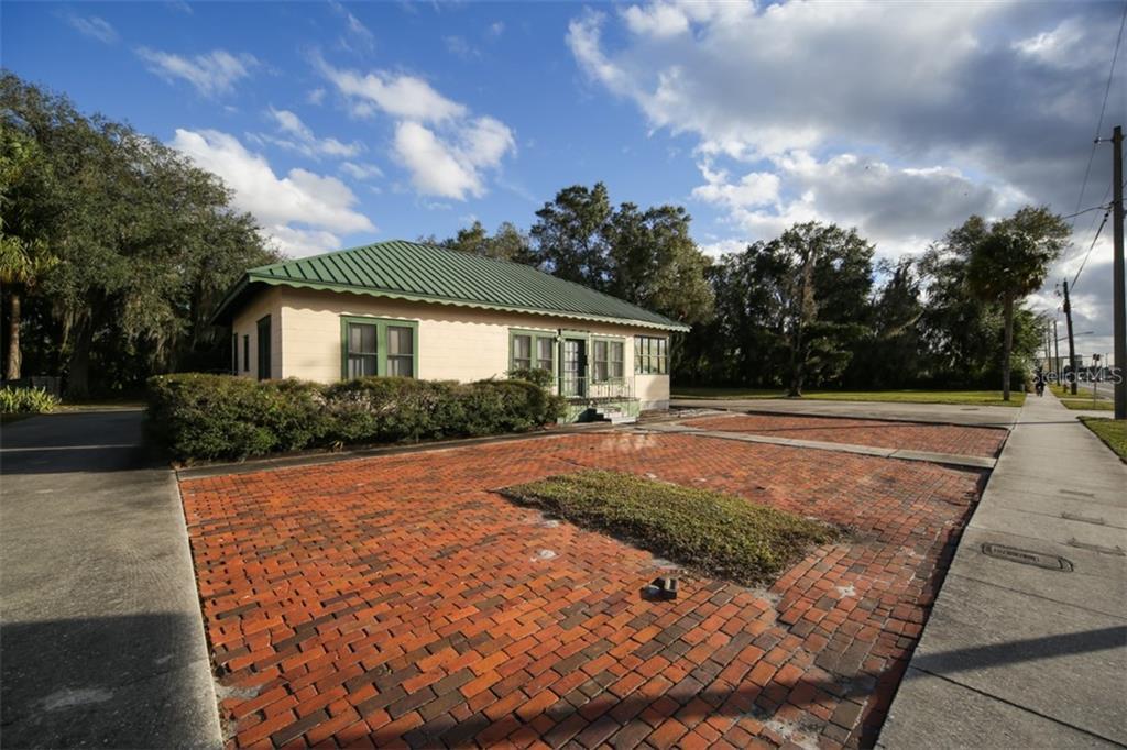 115 S Brevard Avenue Property Photo