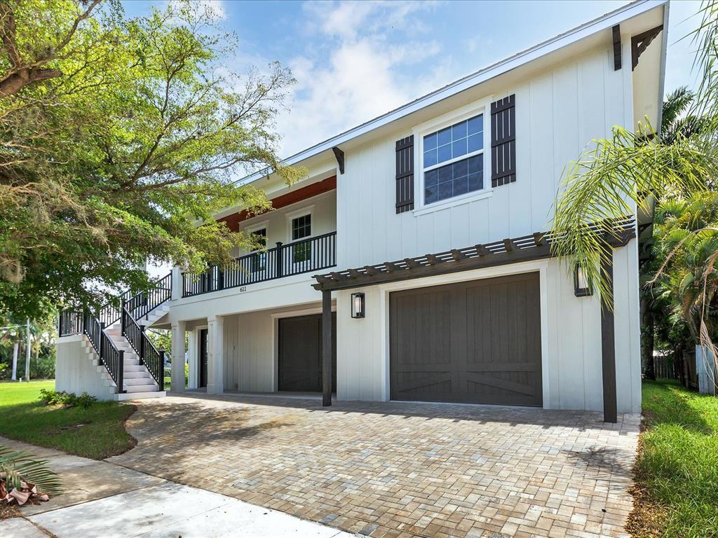 611 W Olympia Avenue Property Photo 1