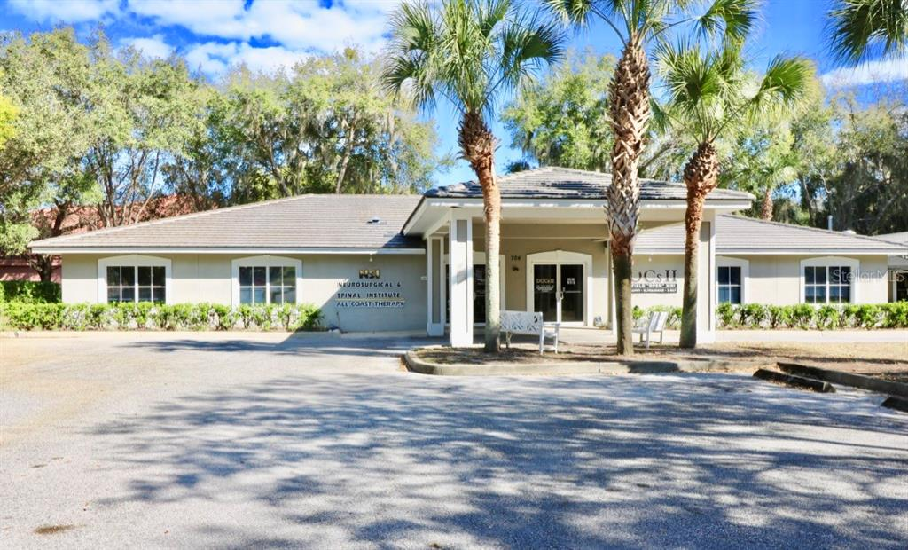 704 DOCTORS COURT Property Photo - LEESBURG, FL real estate listing