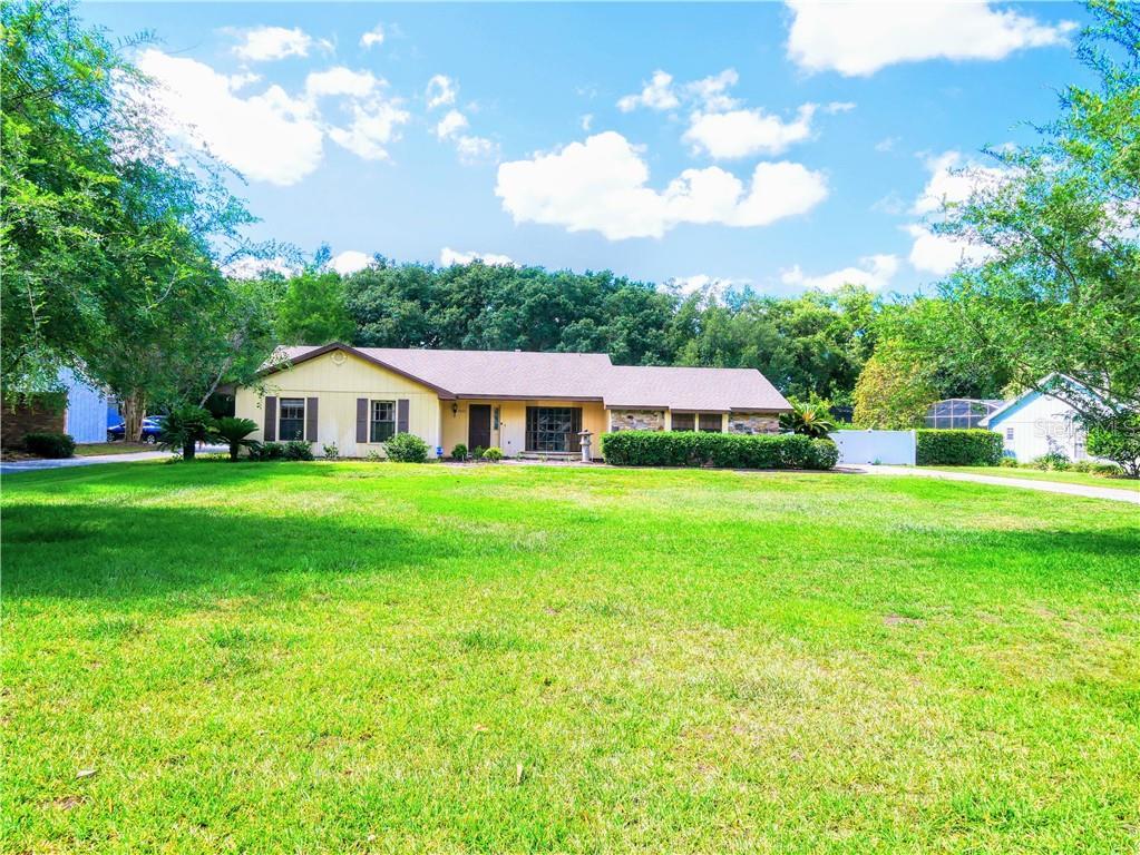 2460 E CROOKED LAKE CLUB BLVD Property Photo - EUSTIS, FL real estate listing
