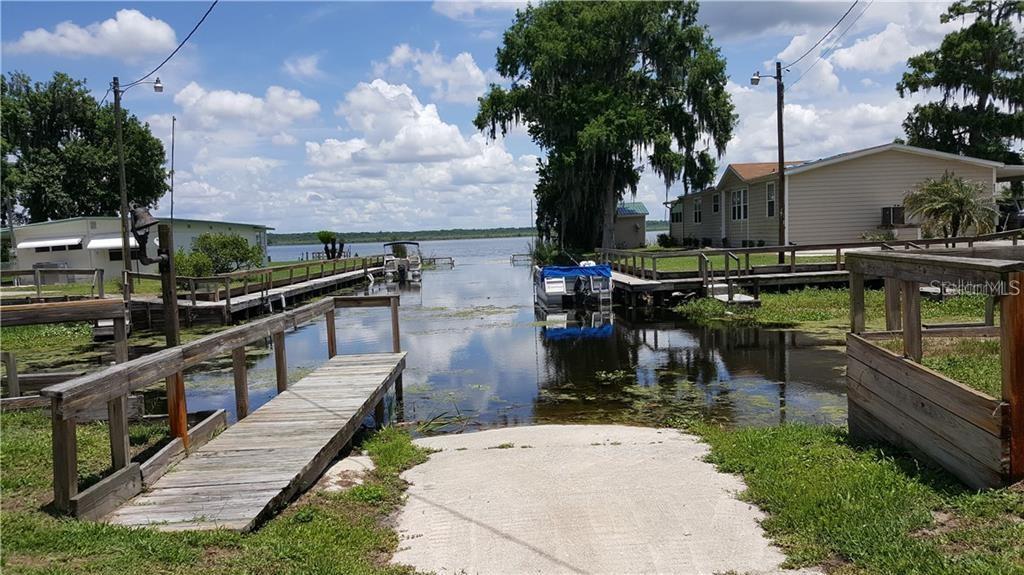 1318 CR 461 Property Photo - LAKE PANASOFFKEE, FL real estate listing
