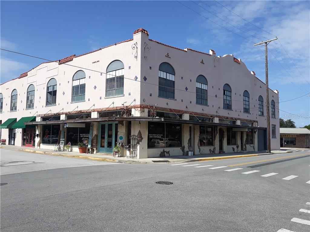 210 W MAGNOLIA STREET Property Photo