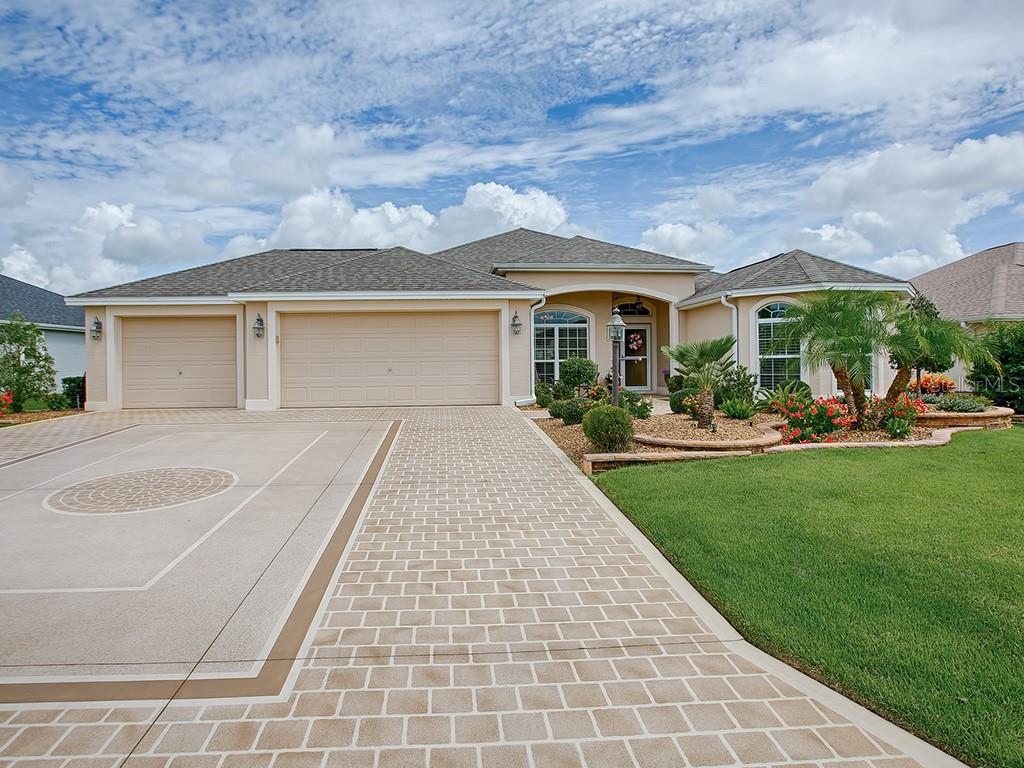 1711 FLORAHOME WAY Property Photo - THE VILLAGES, FL real estate listing