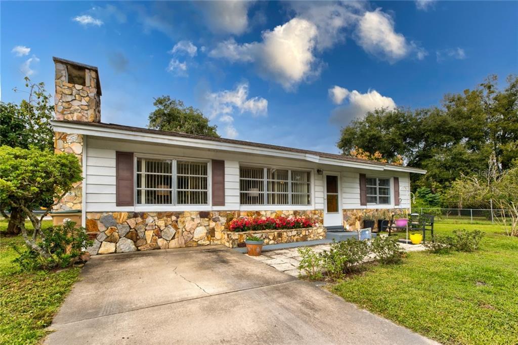 900 N Grove St Property Photo