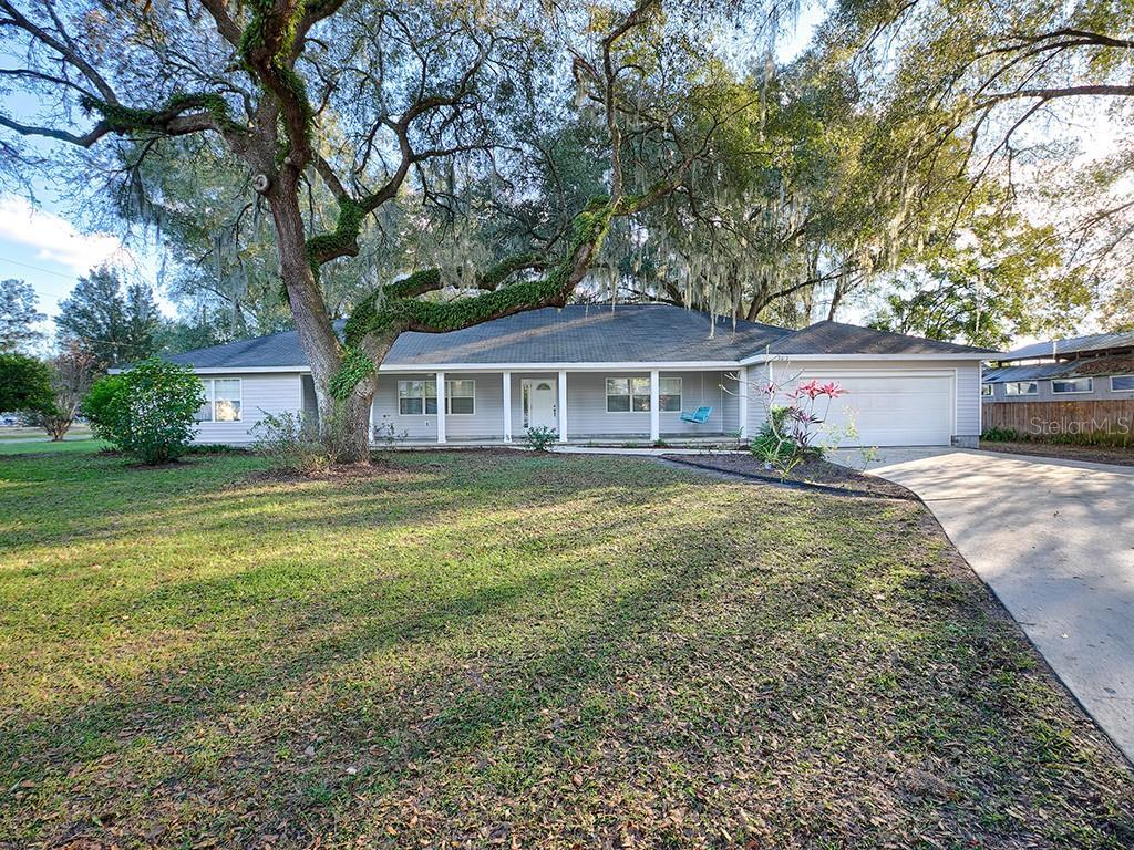 303 W Collins Avenue Property Photo